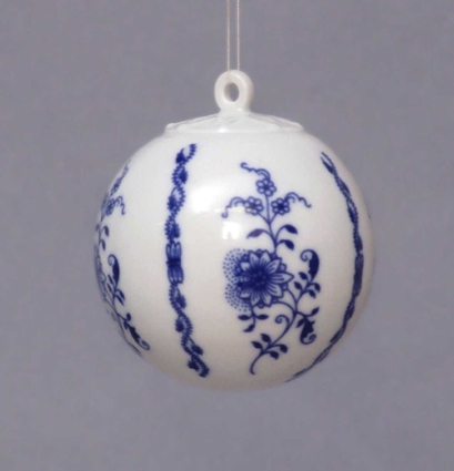 Zwiebelmuster Christmas Ornamet Ball, Original Bohemia Porcelain from Dubi