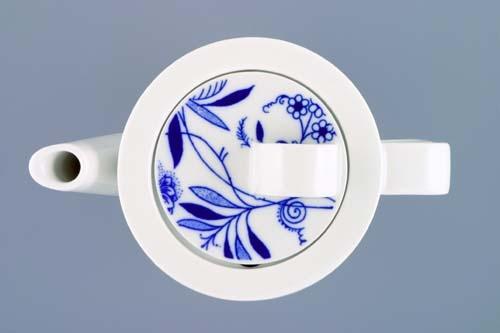 Zwiebelmuster Coffee Pot 0.76L, Bohemia Porcelain from Dubi