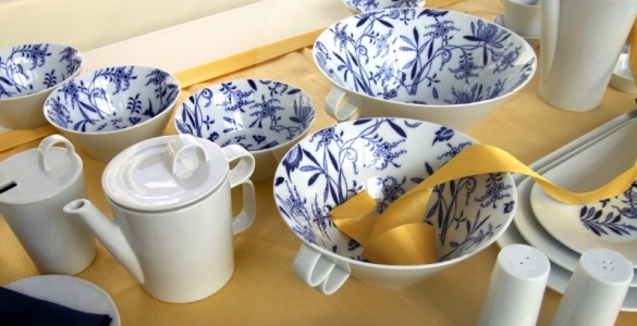 Zwiebelmuster Oval Dish, Bohemia Porcelain from Dubi