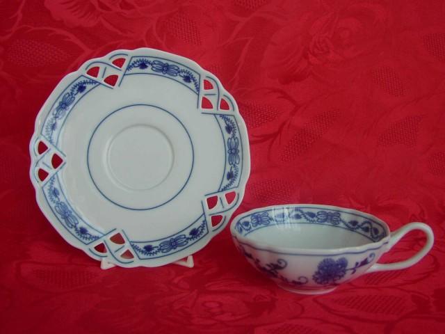 Zwiebelmuster Teeuntertasse zierlich 15,3cm Original Bohemia Porzellan aus Dubi