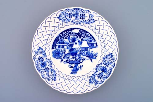Zwiebelmuster Wall Plate Embossed 2001 18cm, Original Bohemia Porcelain from Dubi