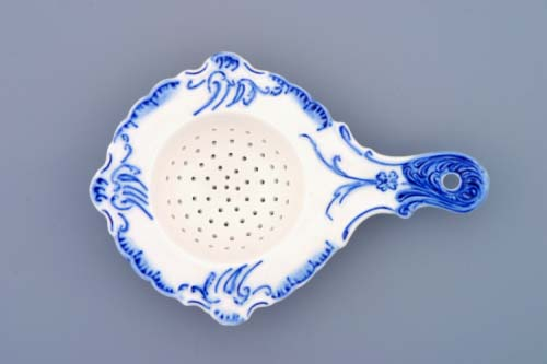 Zwiebelmuster Tea Strainer 16cm, Original Bohemia Porcelain from Dubi