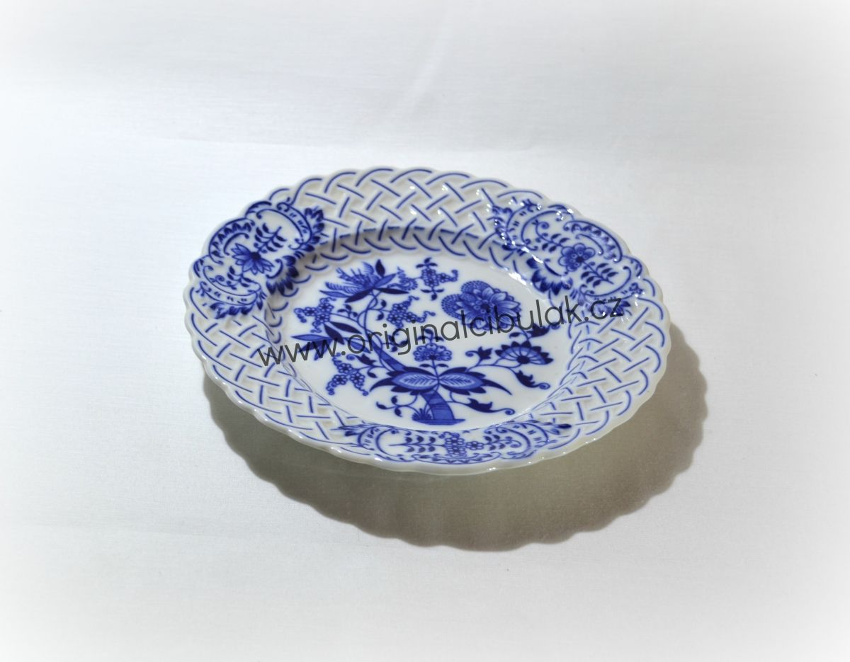 Zwiebelmuster Plate Embossed 18cm, Original Bohemia Porcelain from Dubi