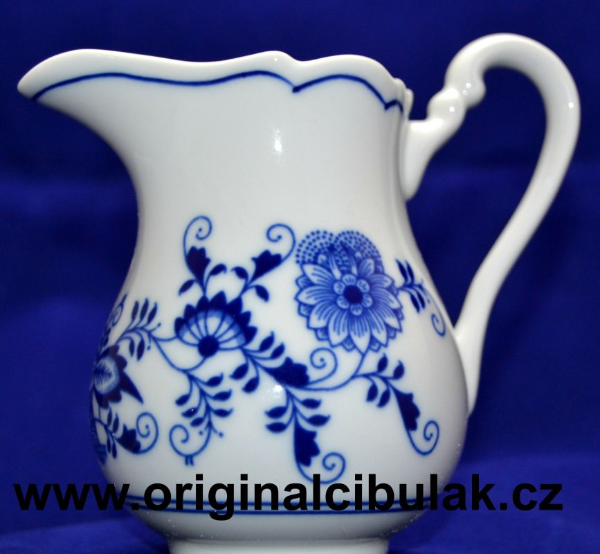 Zwiebelmuster Creamer Tall, Original Bohemia Porcelain from Dubi