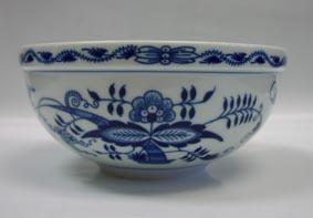 Zwiebelmuster Large Round Bowl 20cm, Original Bohemia Porcelain from Dubi