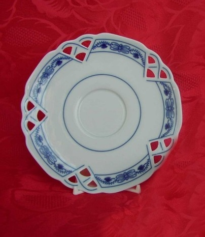 Zwiebelmuster Saucer Decorated 15.3cm, Original Bohemia Porcelain from Dubi