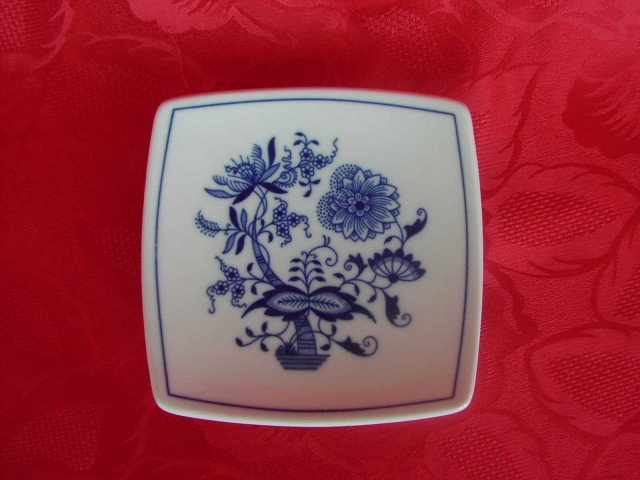Zwiebelmuster Saucer Sqaure 13cm, Original Bohemia Porcelain from Dubi