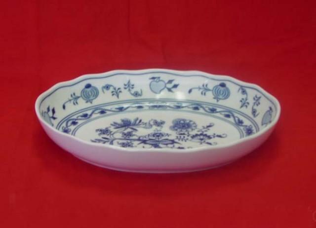 Zwiebelmuster Salad Dish Oval 28cm, Original Bohemia Porcelain from Dubi