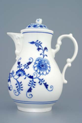 Zwiebelmuster Coffee Pot 0.90L,Original Bohemia Porcelain from Dubi