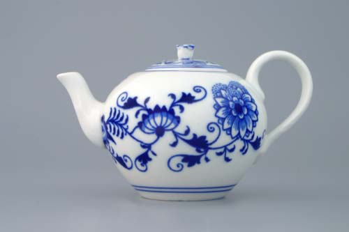 Zwiebelmuster Tea Pot with Strainer 0.35L, Original Bohemia Porcelain from Dubi