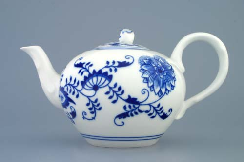 Zwiebelmuster Tea Pot with Strainer 0.95L, Original Bohemia Porcelain from Dubi