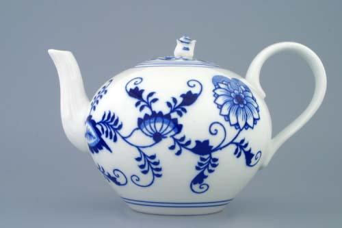 Zwiebelmuster Tea Pot with Strainer 1.20L, Original Bohemia Porcelain from Dubi
