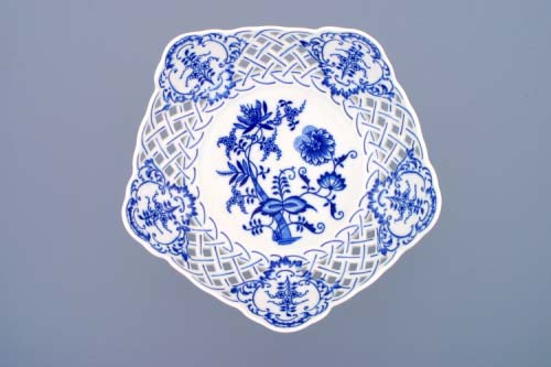 Zwiebelmuster High Pentagonal Dish Perforated 24cm, Original Bohemia Porcelain from Dubi