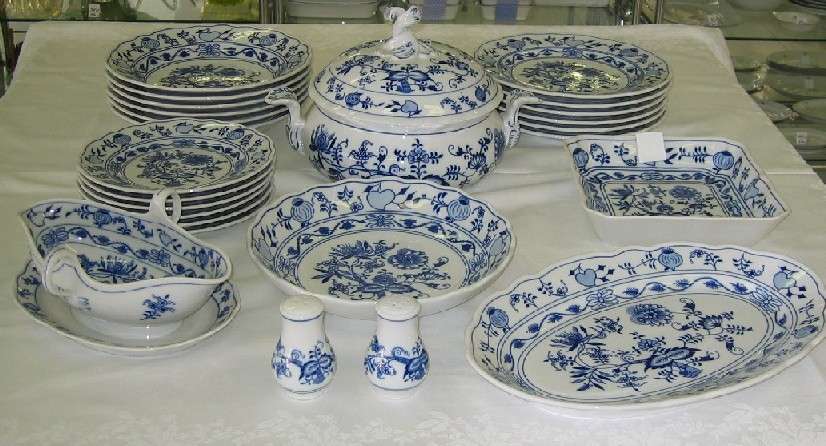 Zwiebelmuster Table Set, Original Bohemia Porcelain from Dubi