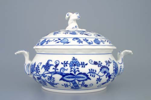 Zwiebelmuster Vegetable Tureen Round 2.0L, Original Bohemia Porcelain from Dubi