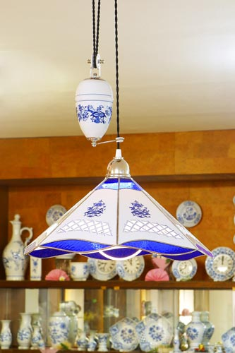 Zwiebelmuster Lamp Rectracted with Decorative Balance Weight, Original Bohemia Porcealin from Dubi