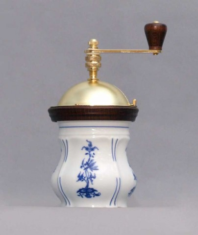 Zwiebelmuster Coffee Mill Aneta 19cm, Original Bohemia Porcelain from Dubi