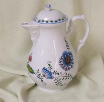 Nature Zwiebelmuster Coffee Pot 1.55L, Bohemia Porcelain from Dubi
