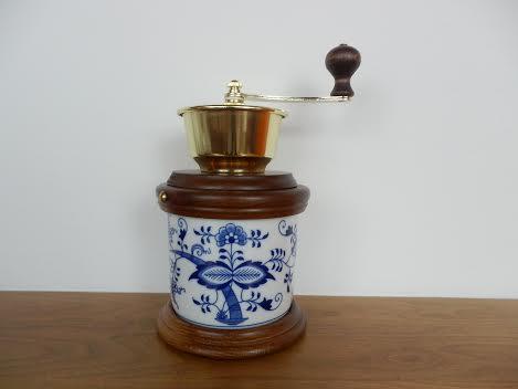 Zwiebelmuster Kaffeemühle Kochtopf Original Bohemia Porzellan aus Dubi