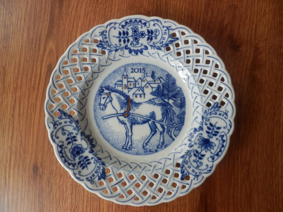 Zwiebelmuster Wall Plate Perforated 2015 18cm, Original Bohemia Porcelain from Dubi