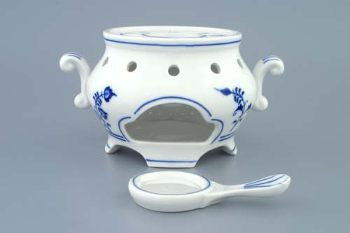Zwiebelmuster Tea Warmer, Original Bohemia Porcelain from Dubi