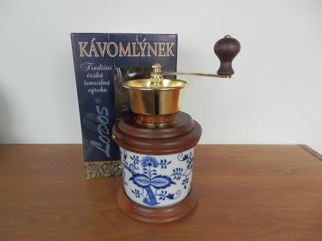 Zwiebelmuster Coffee Mill Varak, Original Bohemia Porcelain from Dubi