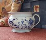 Zwiebelmuster Chamber Pot 21cm, Original Bohemia Porcelain from Dubi