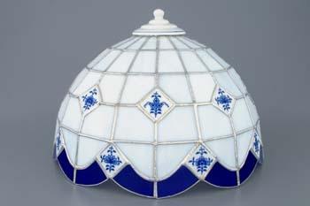 Zwiebelmuster Tischlampe Vitrageschirm Original Bohemia Porzellan aus Dubi