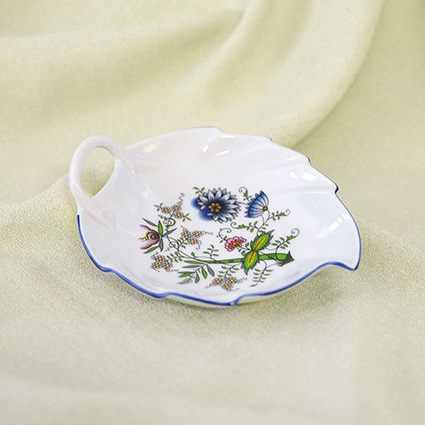 Zwiebelmuster Schüssel Blatt NATURE farbig 15cm Original Bohemia Porzellan aus Dubi