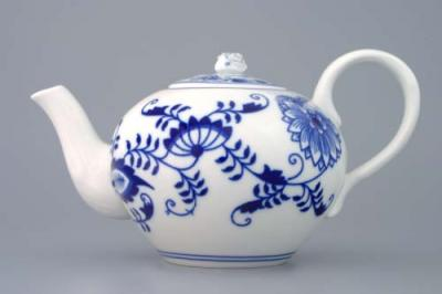 Zwiebelmuster Tea Pot with Strainer 0.65L, Original Bohemia Porcelain from Dubi
