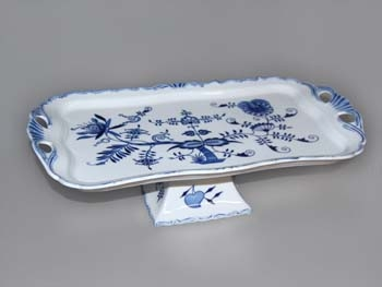 Zwiebelmuster Rectangular Tray Aida on Foot, Original Bohemia Porcelain from Dubi