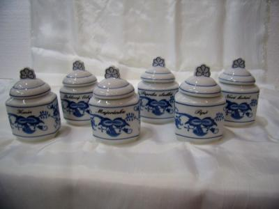 Zwiebelmuster Spice Set, 6 Spice Containers, Original Bohemia Porcelain from Dubi