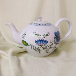 Nature Zwiebelmuster Tea Pot with Strainer 1.20L, bohemia Porcelain from Dubi