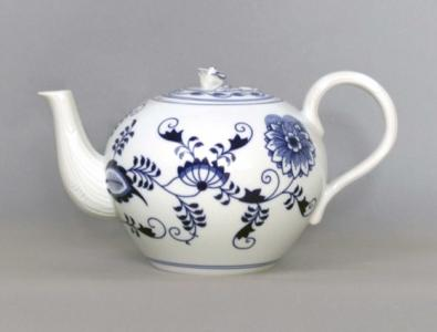 Zwiebelmuster Tea Pot with Sieve 2.0L, Original Bohemia Porcelain from Dubi